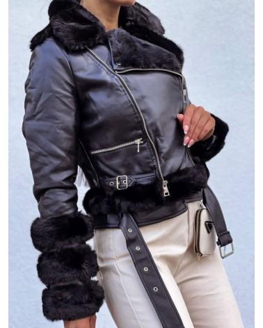 Ramoneska z eko skóry ocieplana ozdobnym futerkiem czarn
