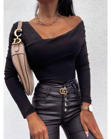 Bluzka z asymetrycznym dekoltem czarna
