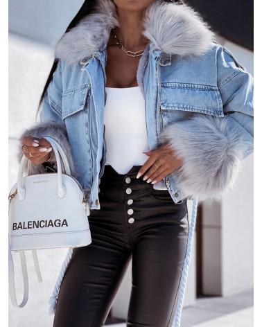 Jeansowa kurtka z szarym futerkiem niebieska
