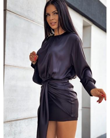 Elegancka sukienka satynowa z długim rękawem czarna