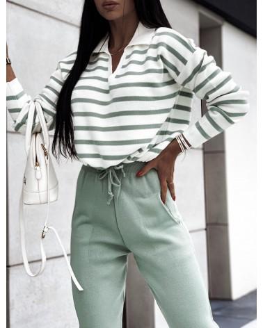 Komplet sweterkowy ze spodniami w paski zielony