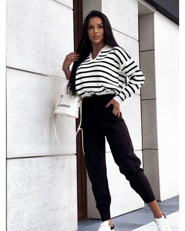 Komplet sweterkowy ze spodniami w paski czarny