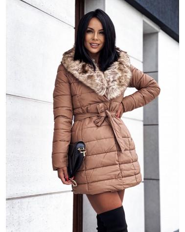 Puchowy płaszcz z futerkiem karmelowy
