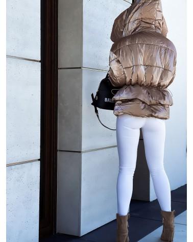 Błyszcząca pikowana kurtka beżowa