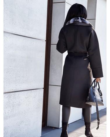 Czarny długi płaszcz wiązany