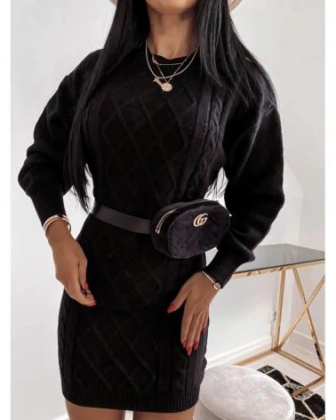 Swetrowa sukienka z wycięciem na plecach w kolorze czarnym