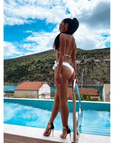 Wiązane brazylianki do bikini białe