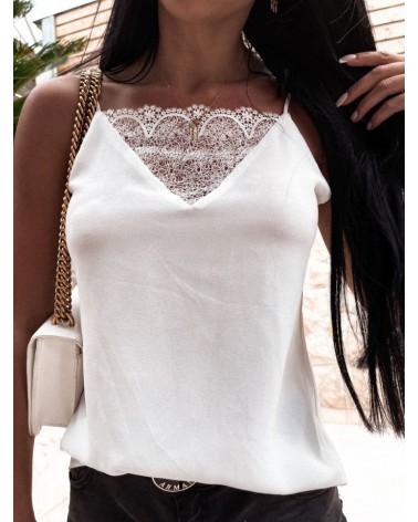 Bluzka z koronką przy dekolcie biała