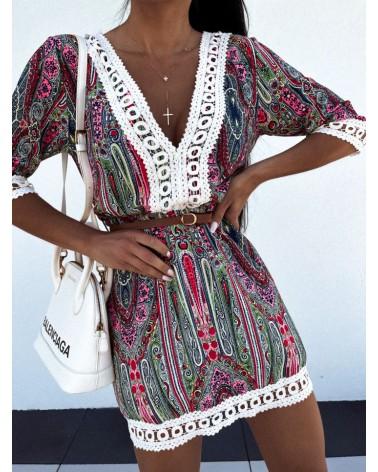 Sukienka z paskiem w talii